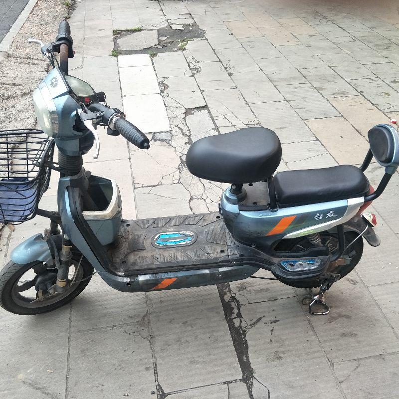出电动自行车